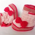 Şık örgü kız bebek ev botu örnekleri